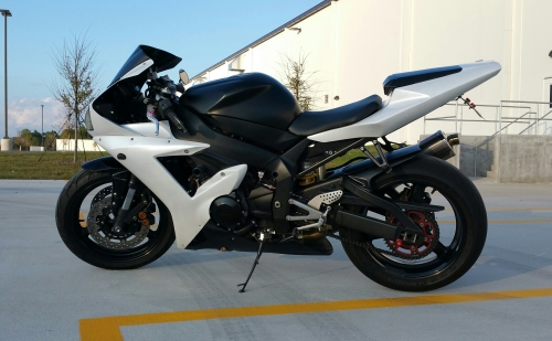 Pearl White dipped Yamaha R1